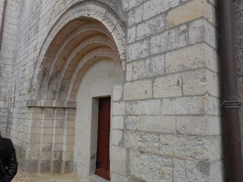 Porte romane eglise vernoil transept